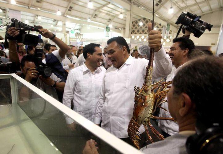 El gobernador Rolando Zapata (c) y el alcalde meridano Mauricio Vila (i) durante la inauguración de la Expo Campo 2016. (Fotos Milenio Novedades)
