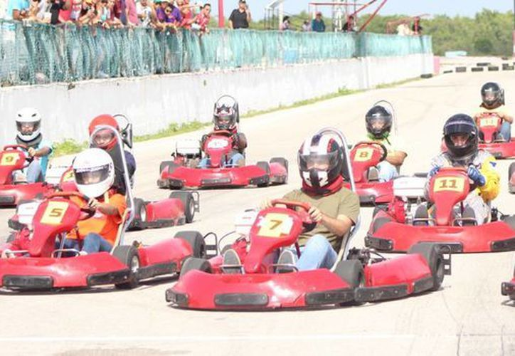 Los ganadores demostraron gran habilidad al volante y cada uno de los pilotos sortearon el circuito sin problemas. (Raúl Caballero/SIPSE)