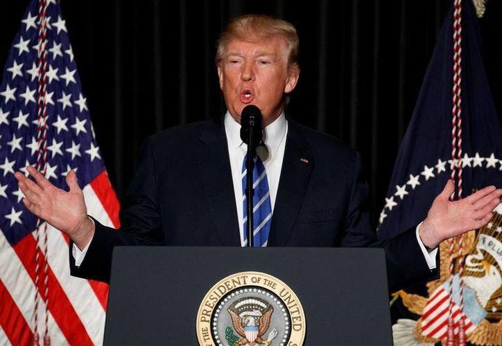 Trump sufrió un duro revés tras confirmarse la suspensión al veto migratorio contra ciudadanos musulmanes. (AP/Evan Vucci)