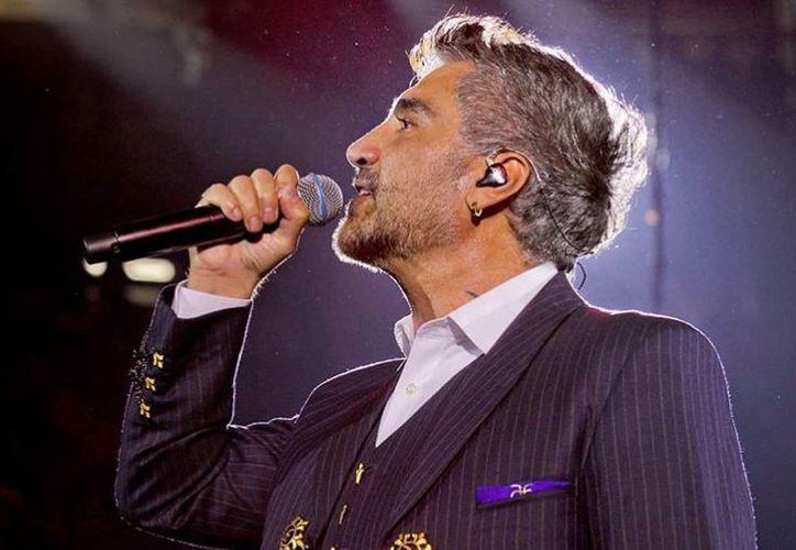 Alejandro Fernández reclamó en pleno concierto la difusión de un video en el que se dice que está drogado. (Instagram/alexoficial)