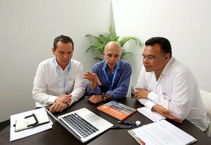 Yucatán mantienen reuniones de negocios con turisteros de todo el mundo, en el Tianguis Turístico de México 2014, en Cancún. (Cortesía)