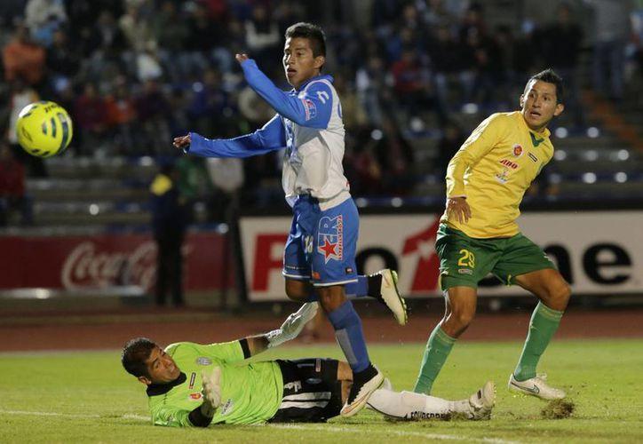 Las acciones fueron intensas en la segunda parte del partido. CF Mérida cayó ante La Franja. (Milenio Novedades)