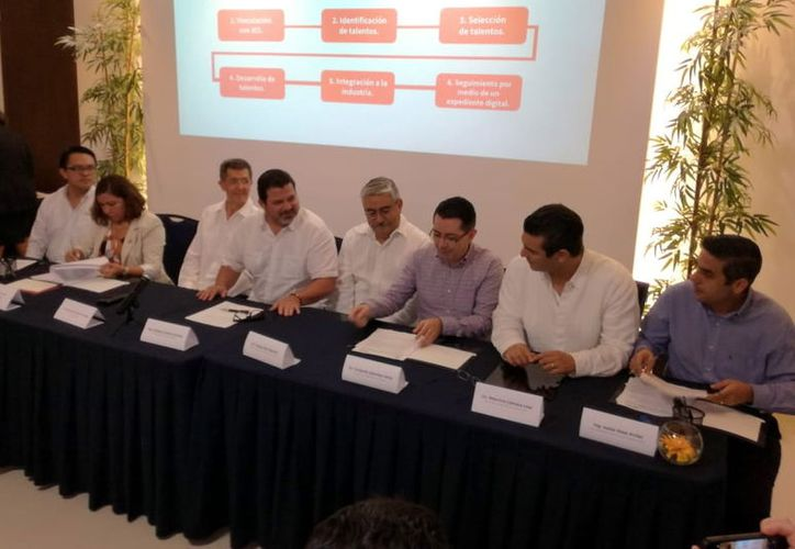 El convenio fue firmado por varias universidades e instituciones tecnológicos de Estado. (Foto:Milenio Novedades)