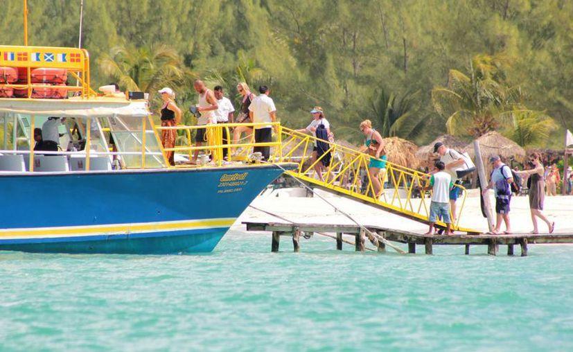 La empresa Ultramar renta algunas de sus embarcaciones para el traslado de pasajeros. (Gustavo Villegas/SIPSE)