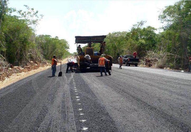 La Secretaría de Comunicaciones y Transportes invertirá este año 921.3 millones de pesos en obras de infraestructura carretera y portuaria. (SIPSE)