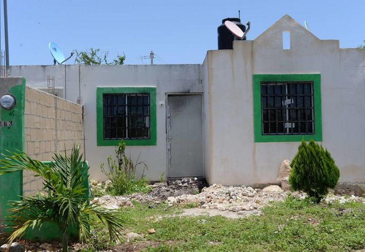 Imagen de una de las casas atacadas por los pandilleros en la  colonia San Luis Sur Dzununcán. (Milenio Novedades)