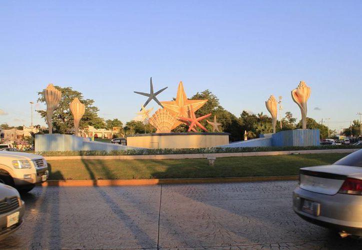 Uno de los puntos más característicos de la ciudad es el monumento popularmente conocido como 'El Ceviche'. (Sergio Orozco/SIPSE)