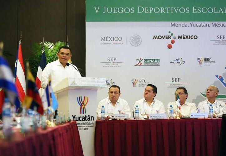 El gobernador Rolando Zapata estará este miércoles en el Centro de Convenciones Yucatán Siglo XXI y en la colonia Chuburná de Hidalgo. (SIPSE)