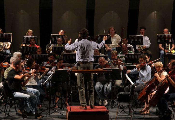 La OSY estrena disco con temas de compositores nacionalistas. La imagen en una de sus presentaciones en el Peón Contreras. (Milenio Novedades)