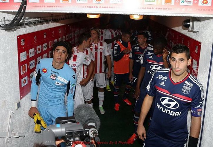 Guillermo Ochoa, además de que respondió de buena manera al Ajaccio, le regresó la sonrisa porque fue convocado al Tri para jugar el tramo final de las eliminatorias mundialistas. (ac-ajaccio.com)