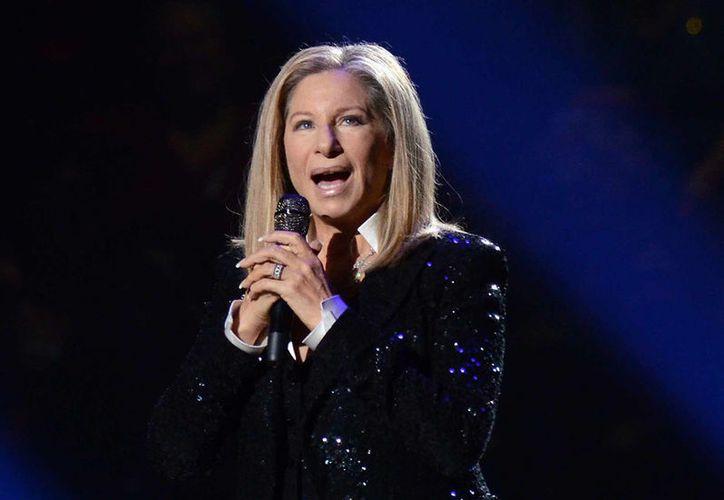 La cantante de 74 años dice haber subido de peso, a causa de las noticias negativas que protagoniza Donald Trump.(Archivo/AP)