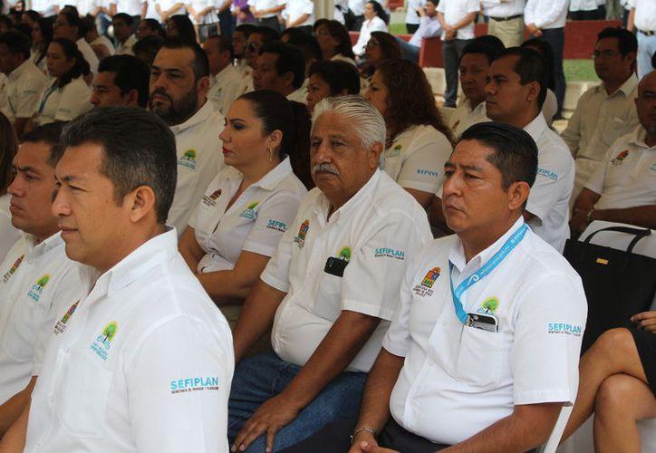 Los sindicatos solicitaron 15% de aumento al salario base más el pago de retroactivo. (Joel Zamora/SIPSE)