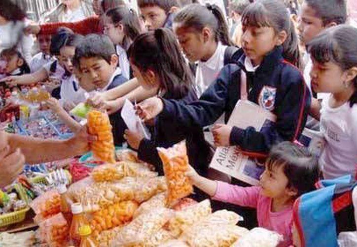 Capacitarán a los nuevos manejadores de alimentos en las escuelas. (Contexto/Internet)