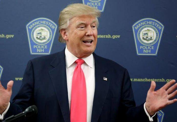 El precandidato presidencial de EU Donald Trump una vez más habló sobre los problemas de migración afirmando que su país pierde millones de pesos por no contar con un muro en la frontera con México. (Archivo EFE)