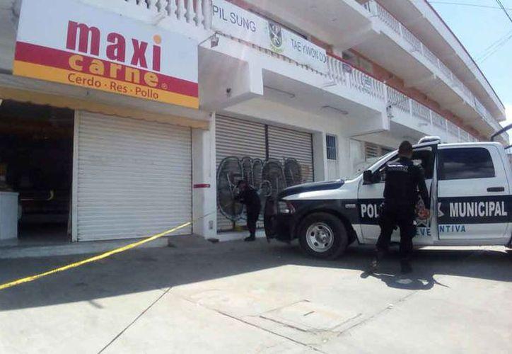Directivos de la cadena Maxi Carne lamentan que no se haya atrapado a los autores de los múltiples atracos de los que han sido víctimas en Cancún. (Redacción/SIPSE)