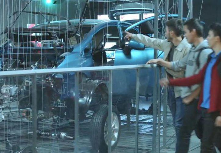 Los países que son potencia en la manufactura de autos ensamblan en naciones de bajo costo: INA. El sector ensamblador de autos en México tiene mil 400 fábricas en el país y poco más de 750 mil trabajadores (Foto de contexto de Notimex)