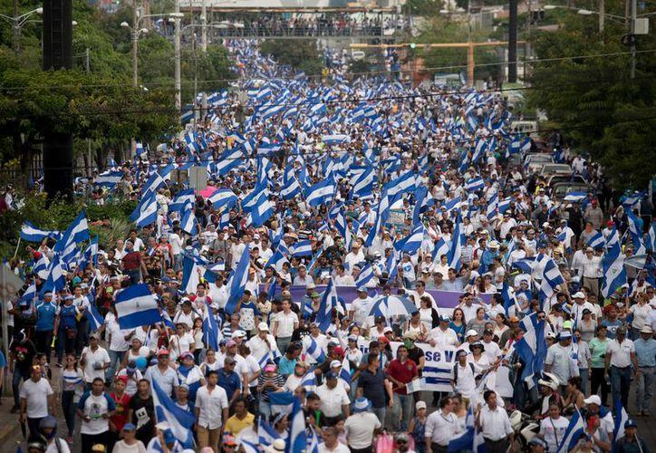 Marchan miles en Managua. (Foto: El País)