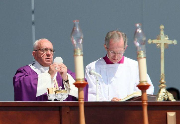 Tras oficiar una misa en Ecatepec, el Papa almorzaba antes de visitar un hospital en la Ciudad de México. (Notimex)