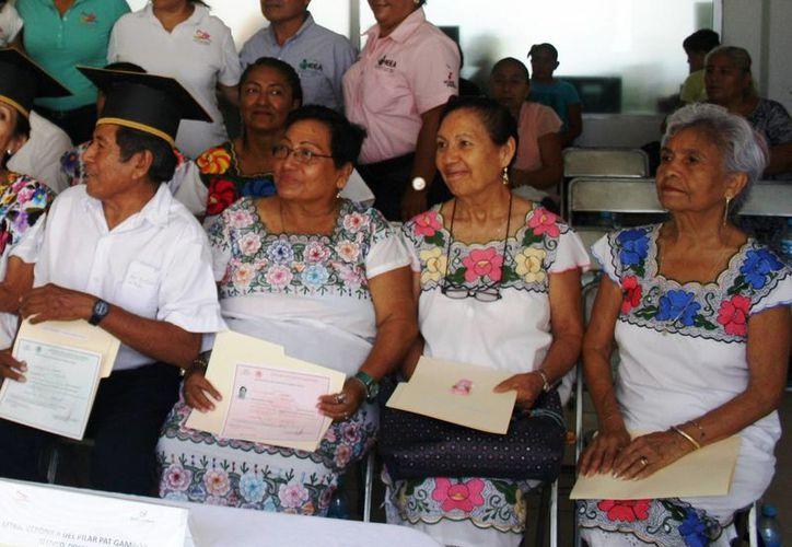 Ahora los adultos de Solidaridad que quieran obtener certificado de primaria podrán hacerlo tras aprobar un solo examen. (Octavio Martínez/SIPSE)