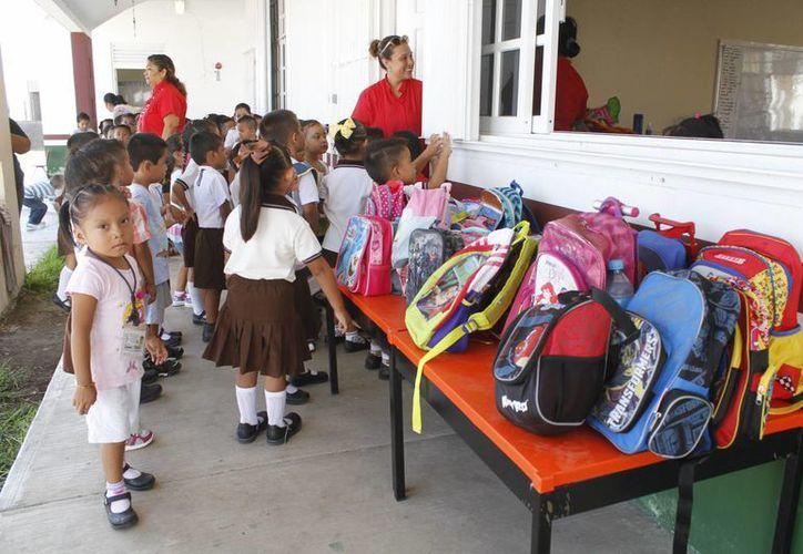 Padres de familia reportaron que algunos grupos excedían el máximo permitido de alumnos. (Sergio Orozco/SIPSE)