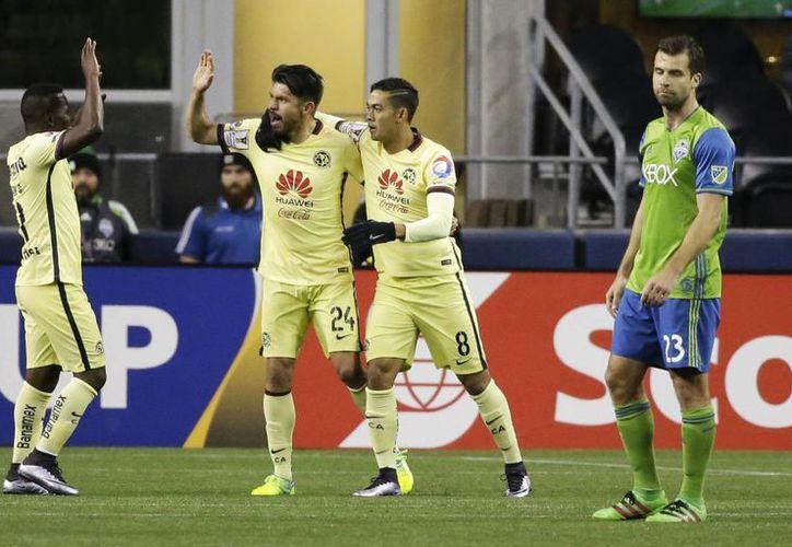 América sacó el empate en Seattle, gracias a los goles de Darwin Quintero y Oribe Peralta,mientras que por el equipo gringo, Clint Dempsey anotó en dos ocasiones. (AP)