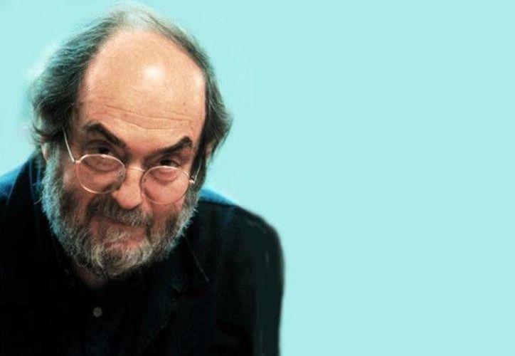 Stanley Kubrick falleció en Inglaterra, el siete de marzo de 1999, a los 70 años, a causa de un ataque al corazón; debido a su legado fílmico, es considerado uno de los cineastas estadunidenses más grandes de la historia. (Imágenes tomadas de elcinesingafas.blog)