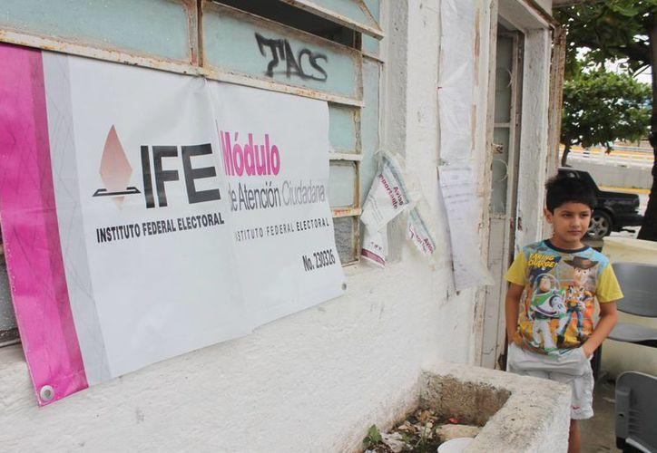 Los tres módulos del IFE en Cancún correspondientes al Distrito lll tienen mucha actividad. (Redacción/SIPSE)