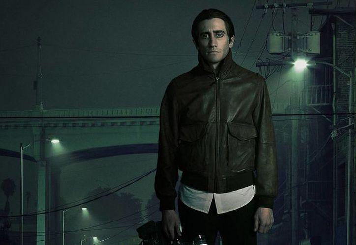 En Nightcrawler, el actor interpreta a un hombre que persigue ambulancias en busca de imágenes sangrientas para los noticiarios locales. (pulp365.com)