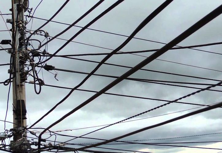 Hombre murió al recibir una descarga eléctrica tras intentar robar un cable. (Contexto/YouTube).