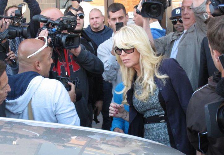 Dina Lohan tendrá que presentarse ante la corte el próximo 7 de enero en el juicio que se le sigue por manejar a exceso de velocidad e intoxicada con alcohol. (Agencias)