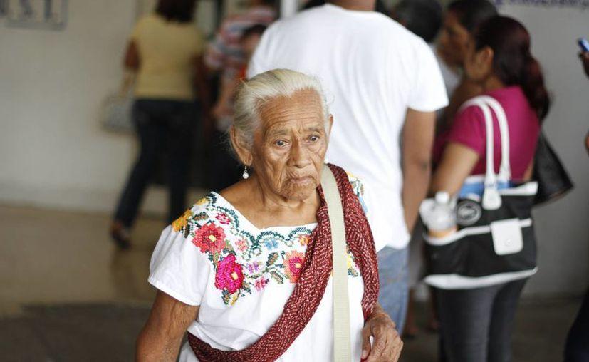 La pensión universal ayudará a los adultos mayores a cubrir sus gastos básicos de manutención durante la vejez. (Archivo SIPSE)