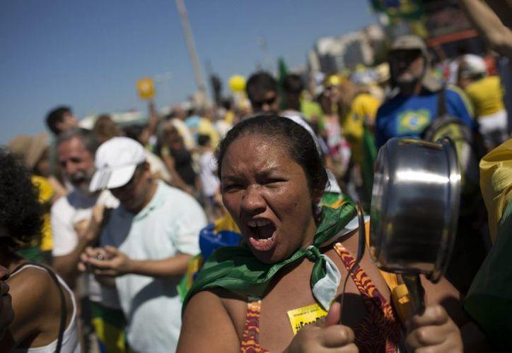 Diversas manifestaciones se llevaron a cabo en aproximadamente 16 estados brasileños, incluyendo multitudinarias participaciones en ciudades como Sao Paulo,  Río de Janeiro y la capital Brasilia. (AP)