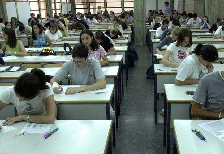 Dominar el idioma inglés será un requisito indispensable para graduarse de las universidades cubanas. (Archivo/EFE)
