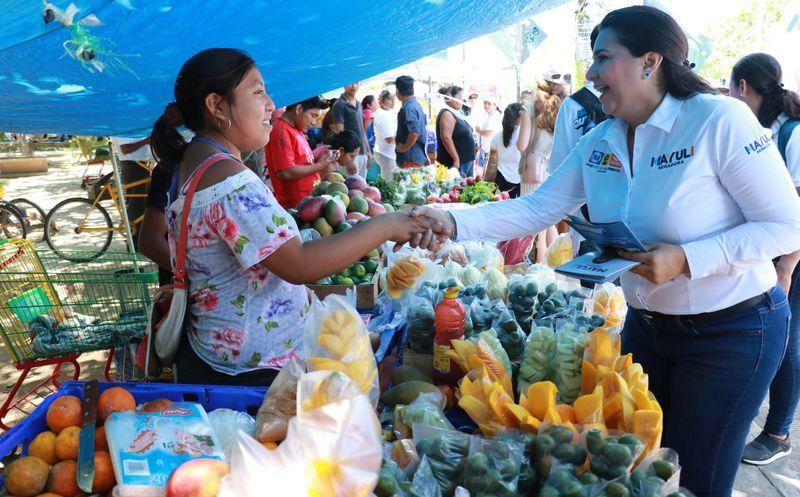 Entregaría una cantidad mensual pagada para que la gente viva con dignidad, mencionó la candidata al Senado, Mayuli Martínez.