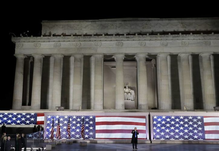 Donald Trump encabezó la única ceremonia pública previa a su asunción como presidente de Estados Unidos. (AP/David J. Phillip)