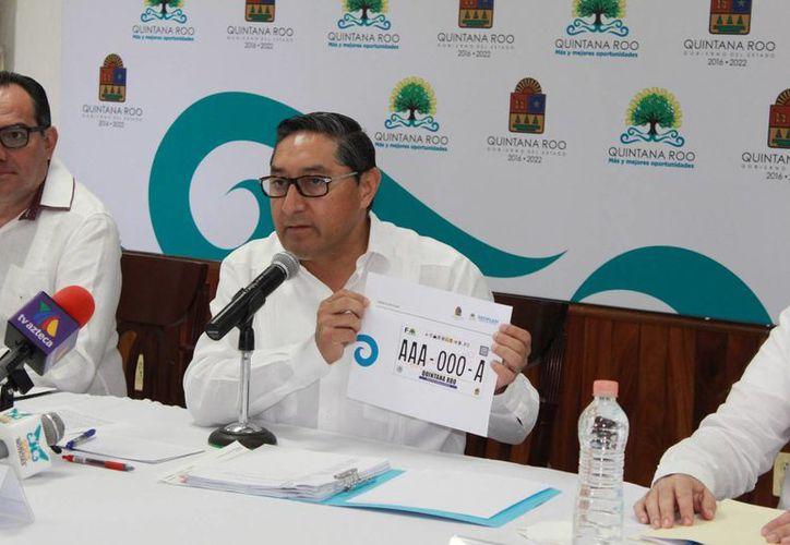 En conferencia de prensa informó que el reemplacamiento es en cumplimiento a la disposición general. (Eddy Bonilla/ SIPSE)