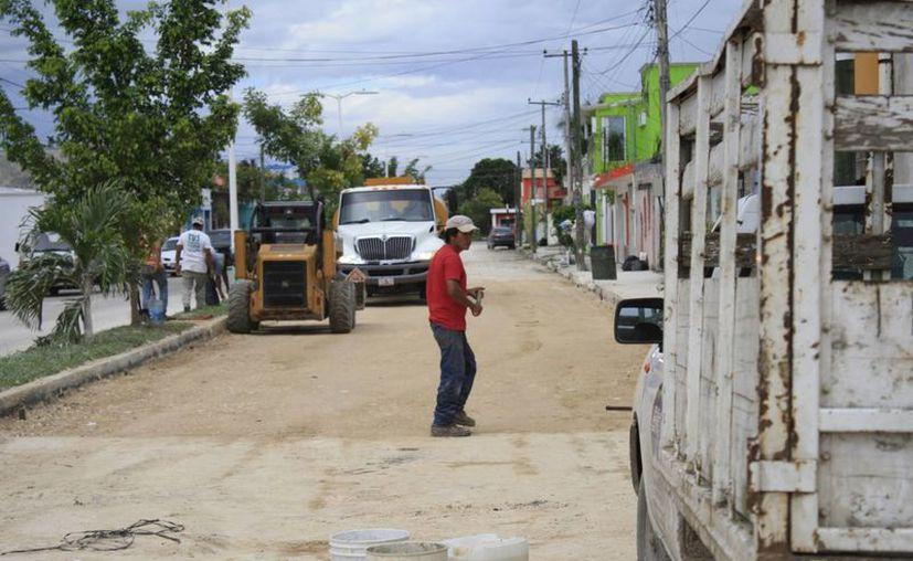 Se realizó una inversión de 20 millones de pesos para mejorar 20 kilómetros de calles en Chetumal. (Harold Alcocer/SIPSE)