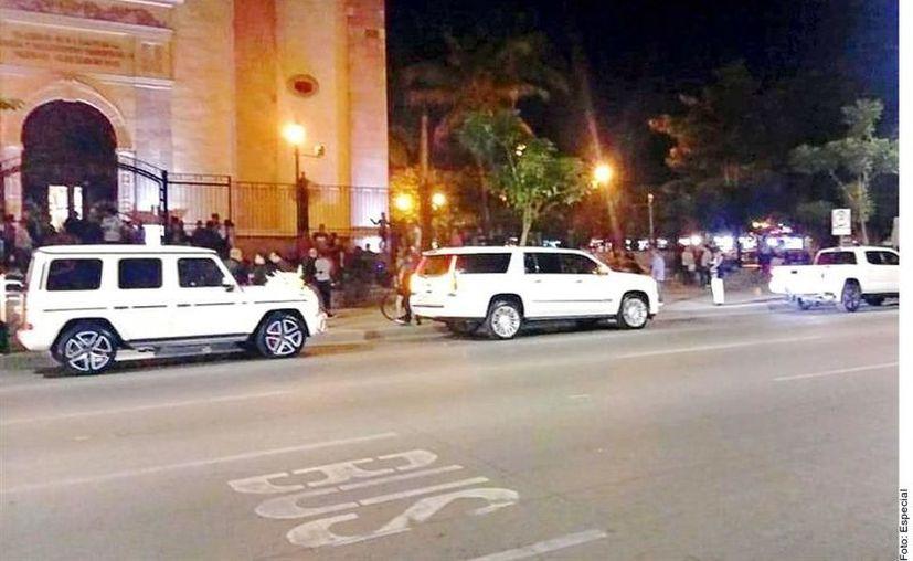 Con aval del Obispo de Culiacán, la Catedral fue cerrada y resguardada con camionetas blindadas para la boda de Alejandrina Gisselle Guzmán. (Agencia Reforma)