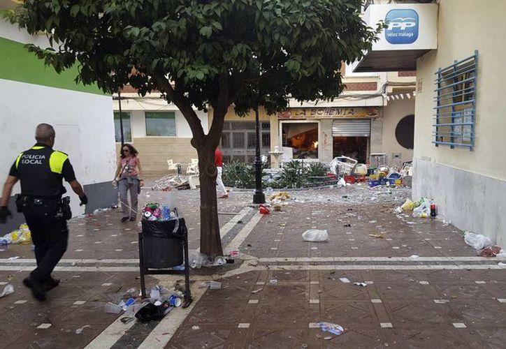 El presidente del Consorcio de Bomberos, Francisco Delgado, ha asegurado a Efe que parte de la onda expansiva de la deflagración, salió por el patio interior produciendo numerosos daños. (EFE)