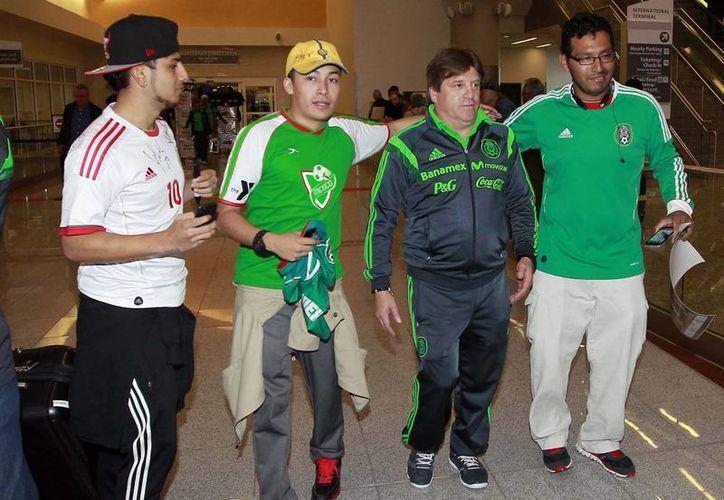 Encabezada por su director técnico, Miguel 'Piojo' Herrera, la Selección de México llegó a su concentración en Atlanta, donde se enfrentará a Nigeria. (Notimex)