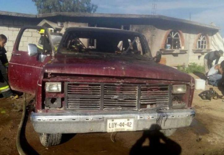 Se sospecha que en esta camioneta se transportaba el combustible robado. (Excélsior)