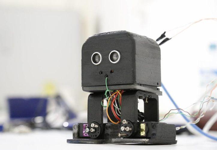 El prototipo trabaja con sistemas de sensores para evadir los obstáculos. (Jesús Tijerina/SIPSE)