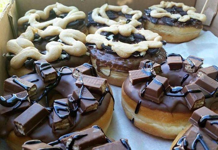 Este viernes se festeja en Estados Unidos el National Donut Day. (Imagen tomada de Facebook Krazy Donuts)