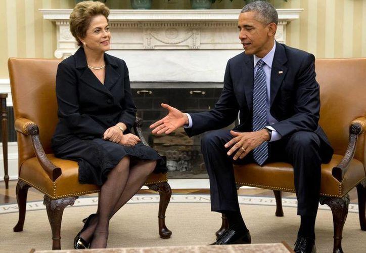 En 2013, la presidenta Rousseff canceló su viaje de Estado a EU tras conocerse que el gobierno brasileño fue objeto de espionaje telefónico por parte de la NSA. Dos años más tarde, llega a Washington para encontrarse con su homólogo norteamericano. (AP)