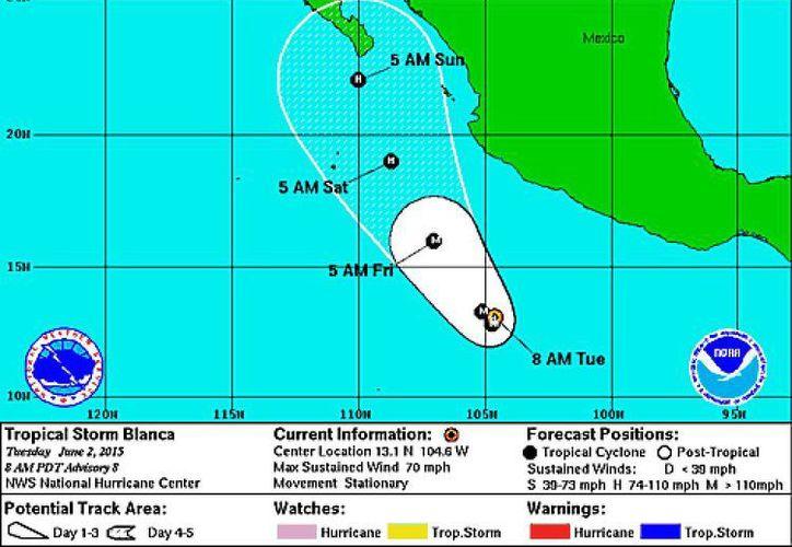 Imagen de la posible trayectoria de la tormenta tropical Blanca que puede convertirse en huracán categoría I en las próximas horas. (nhc.noaa.gov)