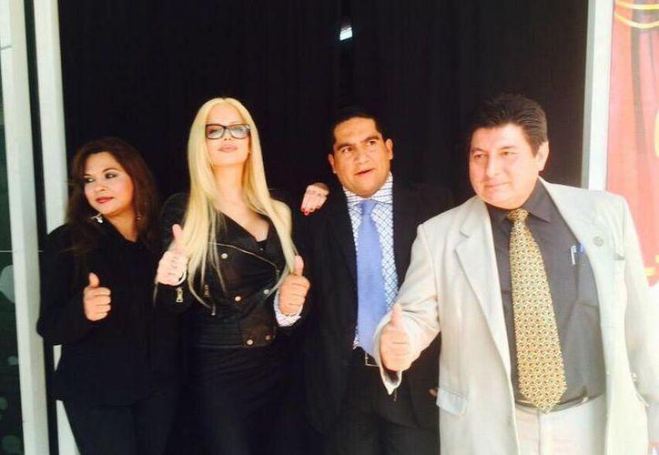 Sabrina Sabrok y líderes nacionales de la CJM del PRI. (twitter.com/SabrinaSabrok)