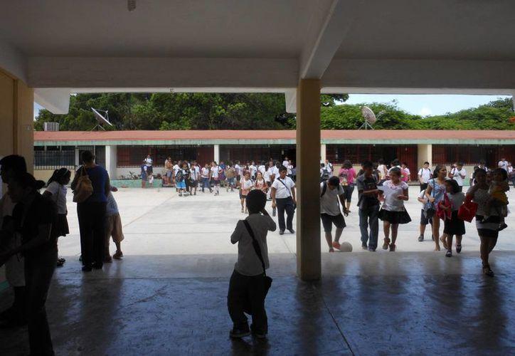 En las últimas dos semanas se han realizado  visitas para comprobar los informes que vía escrito entregaron cada una de las 50 escuelas. (Adrián Barreto/SIPSE)