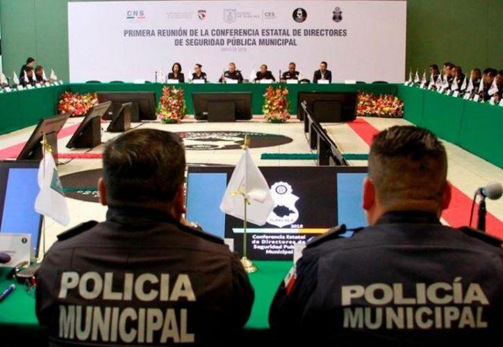 Sinaloa tiene 5 mil 104 policías, de los cuales sólo 2 mil 165 tienen las evaluaciones vigentes, lo que equivale al 42 por ciento. ( Twitter: @CES_TLX)