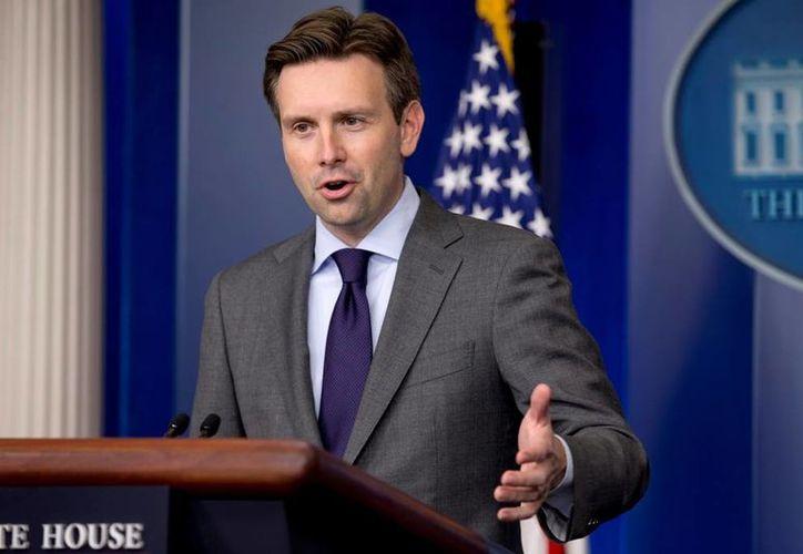 El vocero de la Casa Blanca, Josh Earnest, aseguró que el tema de rescate de rehenes estadounidenses es de máxima prioridad para el presidente Obama. (AP/Archivo)