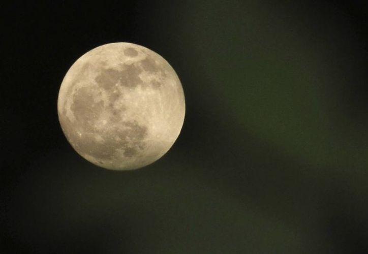 La Luna no estuvo tan cerca de la Tierra desde mayo de 2012. (EFE/Archivo)